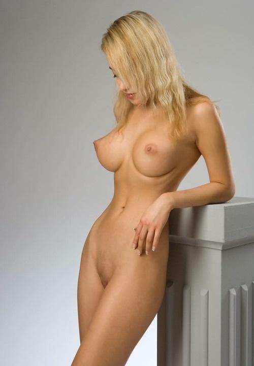 большие стоячие груди фото