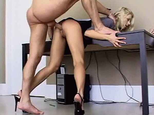 Seksas prie stalo