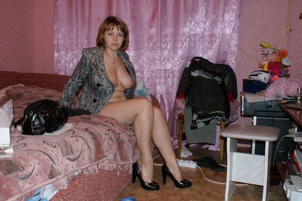 moteris-namuose-13