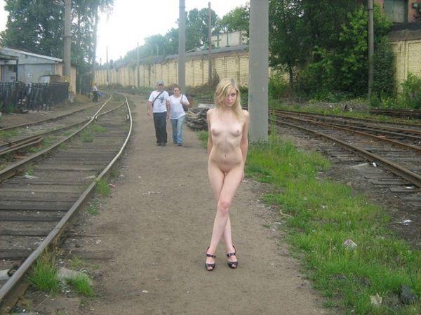 blondines-pizda-praeiviams-02