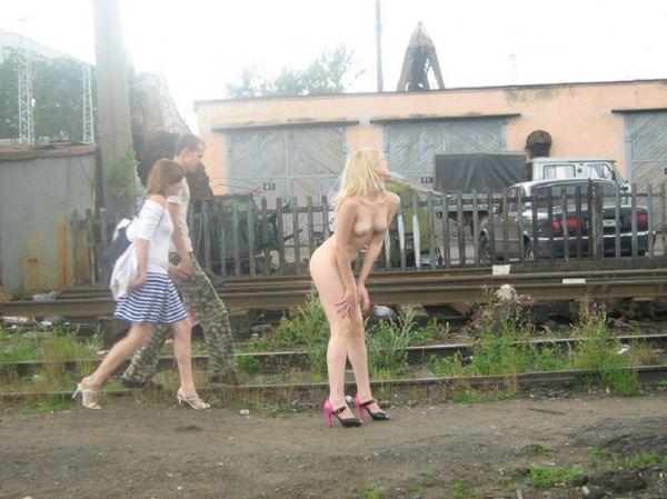 blondines-pizda-praeiviams-19