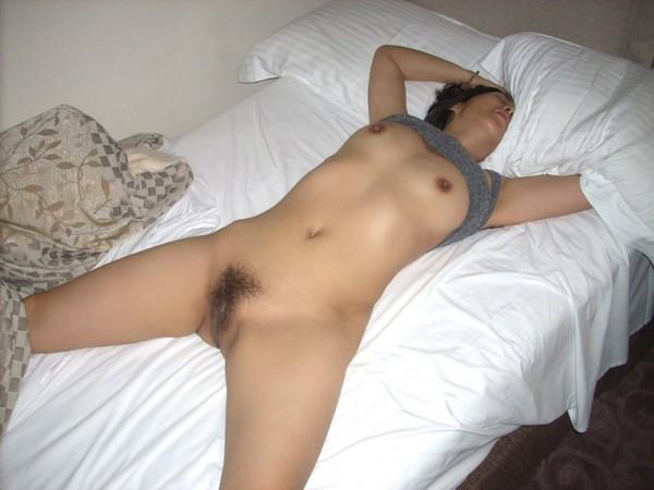 Nuogos miegančios moterys