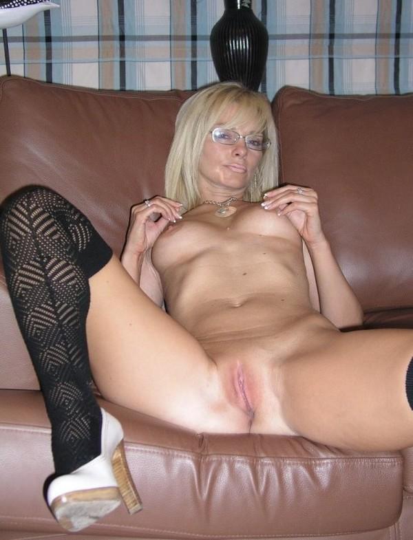 blondine-su-akiniais-02