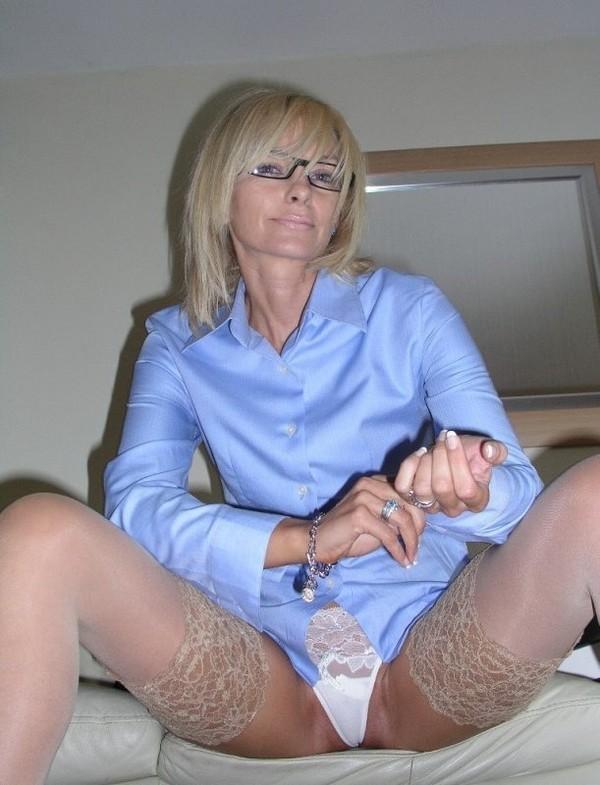 blondine-su-akiniais-03