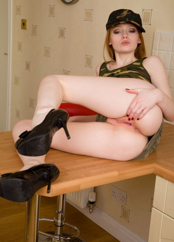 nuoga-su-uniforma-mergina-29