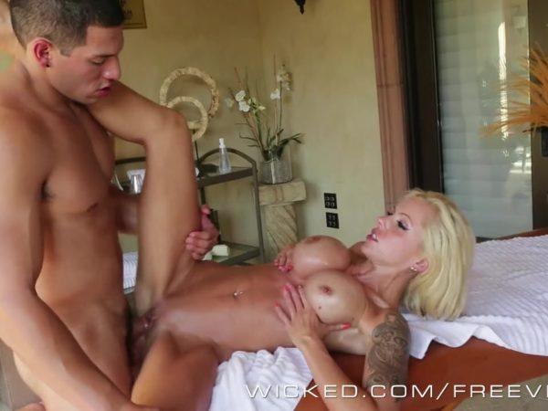 Sex masažas blondinei