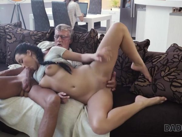 Mamytės ir senio seksas namie